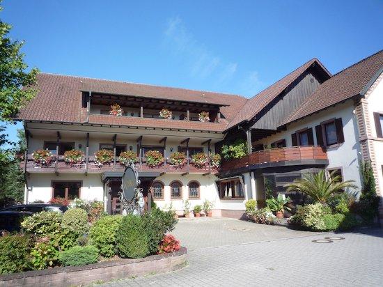 Gasthaus zum Rossel : La façade de l'hôtel, côté cour