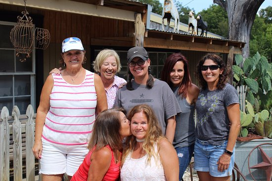 Salado, TX: Now these lovely ladies can always remember a great day!