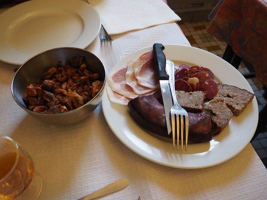 Espezel, Francia: assiette de charcuterie