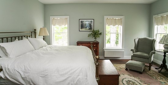 East Chatham, Nova York: Van Volkenburgh Room at New Concord B&B