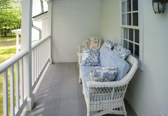 East Chatham, Nova York: Second Floor Porch at New Concord B&B