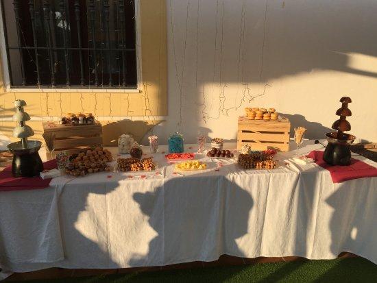 Villanueva del Trabuco, Espagne : Mesa dulce con fuentes de chocolate