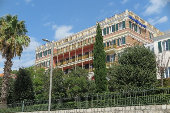 Hilton Imperial Dubrovnik: hotel from the main road