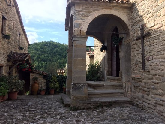 Mercatello sul Metauro, Italia: Piazzale antistante ingresso