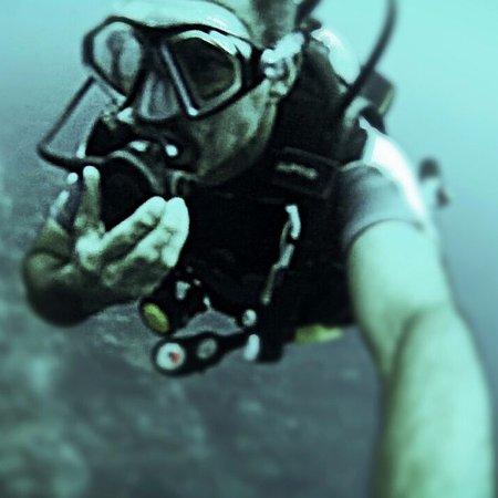 West End, Honduras: primera de tres inmersiones