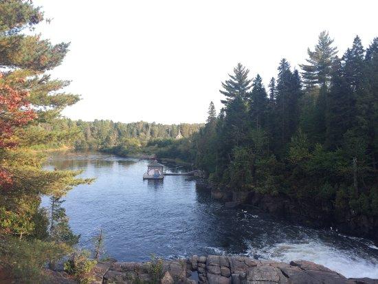 St-Paulin, Canada: Chutes du Trembles - Ballade sur le Trottoir en bois
