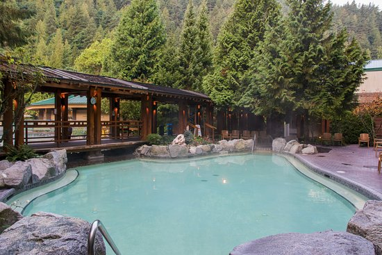 Harrison Hot Springs, Canada: Adult pool prior to opening in the morning