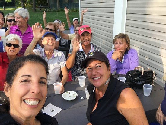 Thunderhart Golf Course at Sunny Hill: Enjoying a drink after our round!