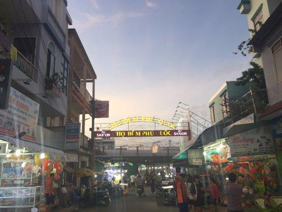 Phu Quoc Adası, Vietnam: ナイトマーケット入口