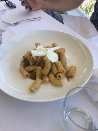Giardino Monsignore: Rigatoni with veggies and mozzarella