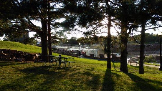 Falls Park: Nice Picnic Area