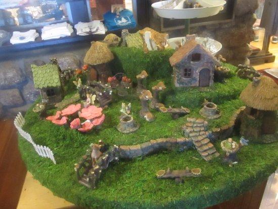 Weirs Beach, NH: Cute village display