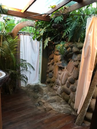 Laborie, St. Lucia: Outdoor shower in banyan cottage
