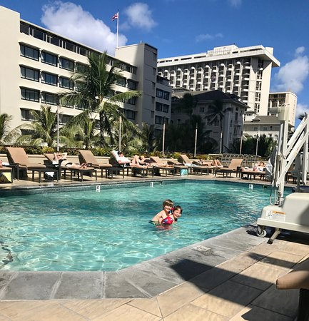 Hyatt Regency Waikiki Resort & Spa: Our two youngest playing in the pool