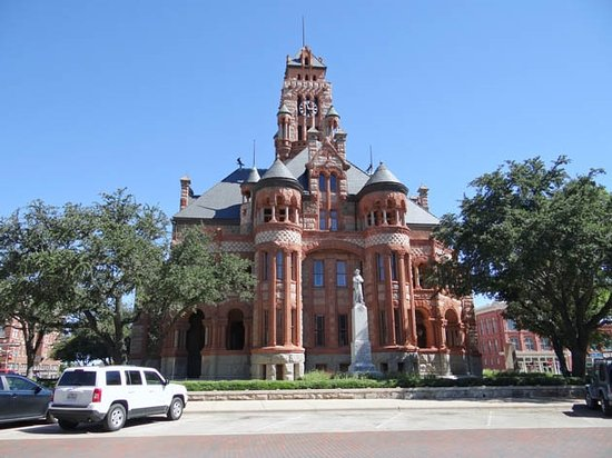 Waxahachie, TX: the courthouse