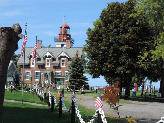 Dunkirk, NY: Light keepers cottage and lighthouse