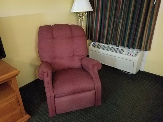 Dunlap, TN: Saggy Chair, Won't hold 200 lbs