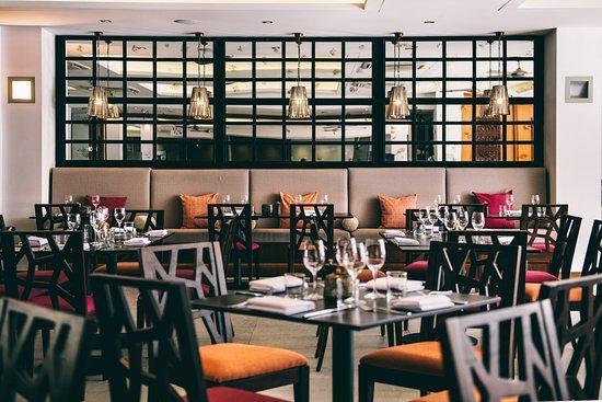 Pullman Palm Cove Sea Temple Resort & Spa: Temple of Tastes Restaurant