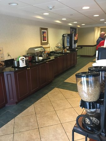 Wingate by Wyndham Lake George: Breakfast
