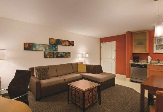 Greenville, NC: Queen/Queen Studio Suite - Living Area