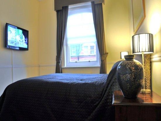 51 Kensington Court Limited: Apartment