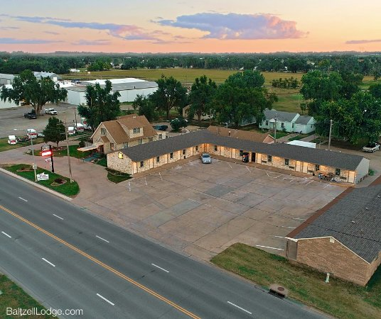 Baltzell Motel | 705 10th St, Great Bend, KS, 67530 | +1 (620) 792-4395