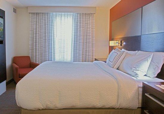 Largo, MD: One-Bedroom Suite