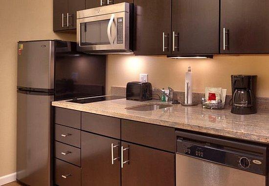 Vernal, Юта: King Studio Suite – Kitchen