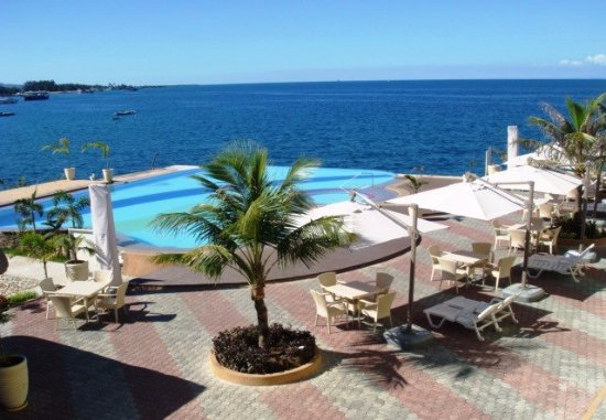 Danao City, Filippinerna: Infinity pool ... Danao Coco Palms Resort, Cebu
