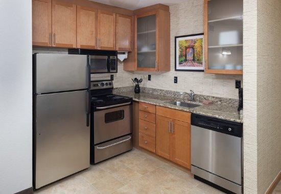 Mishawaka, IN: One-Bredroom Suite - Kitchen