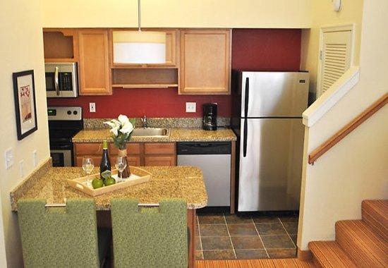 Greenwood Village, Kolorado: Penthouse Suite Kitchen
