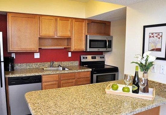Greenwood Village, Kolorado: Studio Suite Kitchen