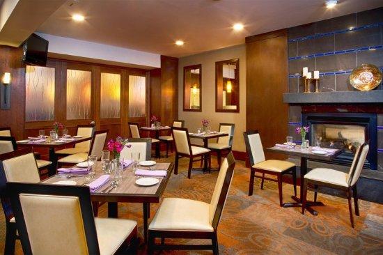DoubleTree by Hilton Hotel Norwalk: Restaurant