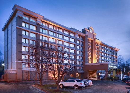 DoubleTree by Hilton Hotel Norwalk: Exterior