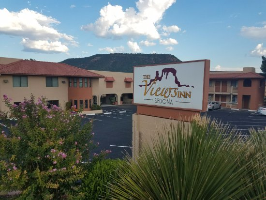 The Views Inn Sedona: The view from the street
