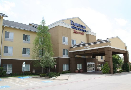 Fairfield Inn & Suites Denton: Exterior