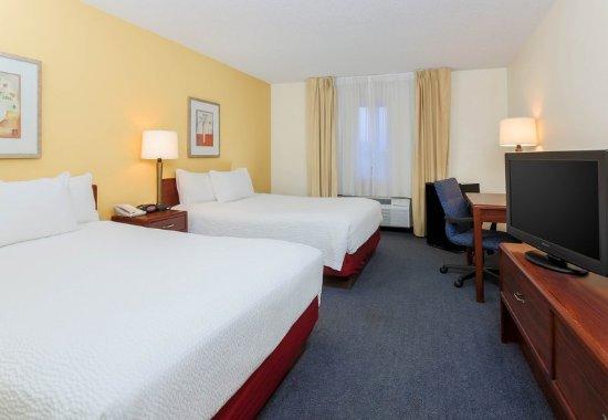 Bay City, MI: Queen/Queen Guest Room