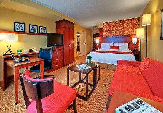 Johnson City, TN: King Guest Room