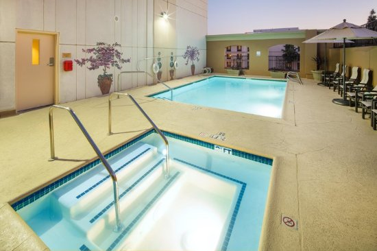 DoubleTree by Hilton Hotel Santa Ana - Orange County Airport: Pool