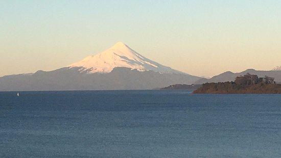 Hotel Cumbres Puerto Varas: vista del volcan Osorno desde el piso 6