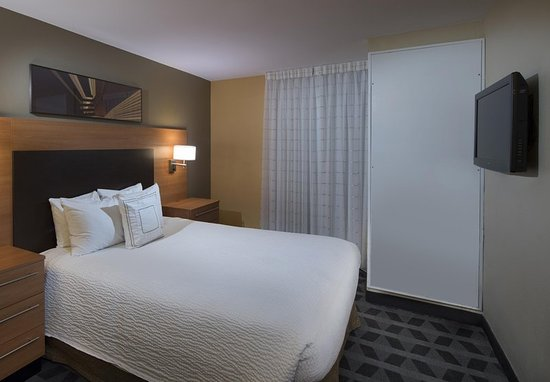 Alpharetta, GA: Two-Bedroom Suite