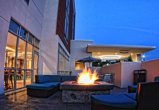 Moosic, PA: Outdoor Patio & Fire Pit