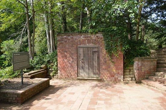 Mount Vernon, Wirginia: ...old vault
