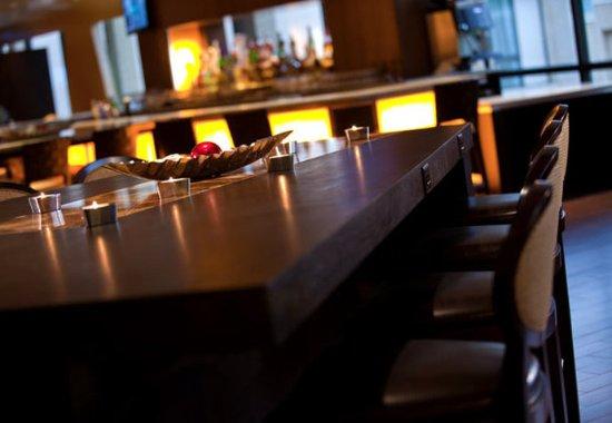 Dulles, VA: Lobby Communal Table