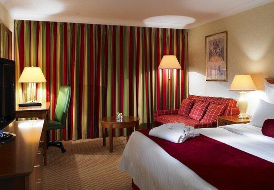 Hale, UK: Deluxe King Guest Room