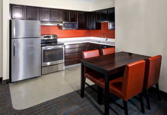 Mentor, OH: Studio Suite with FULL Oven