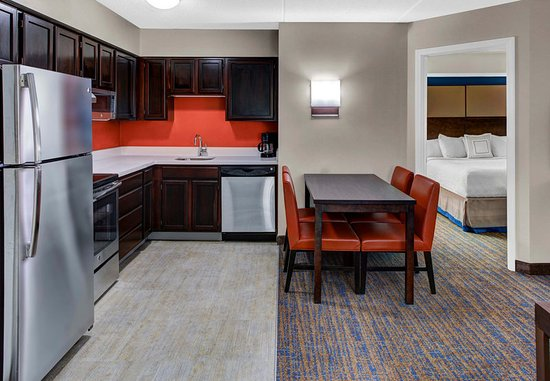 Mentor, OH: Two-Bedroom Suite Kitchen