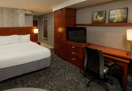 Lafayette, IN: King Executive Guest Room