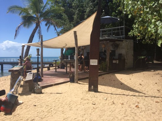 Dunk Island, Australië: Sunset bar, tables and chairs located around the beach.