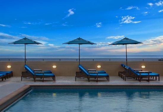 Marriott's BeachPlace Towers: Outdoor Pool - Sun Deck